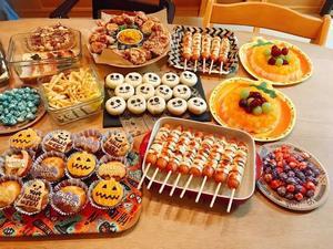 【ハロウィンパーティー!】 ハロウィンっぽい料理やお菓子を囲みながら楽しもう!🎃👻